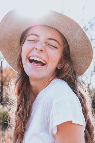Wosk ortodontyczny pomaga zapobiec podrażnieniom w obrębie jamy ustnej