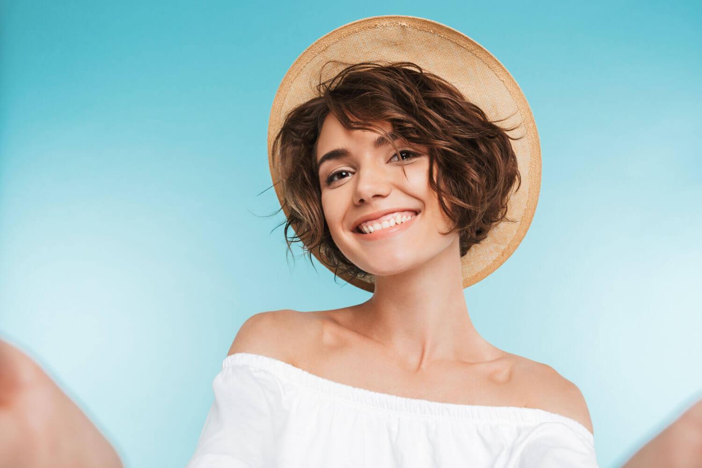 Krzywe zęby – przyczyny i leczenie stłoczonych zębów